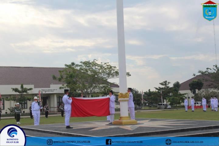 Upacara Penurunan Bendera Merah Putih Berlangsung Dengan Khidmat