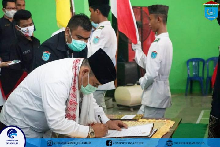 Lantik KT Se-Kecamatan Sungai Pinang Bupati OI: Pengurus dan Anggota Turut Serta Mensosialisasikan Program Pemkab OI