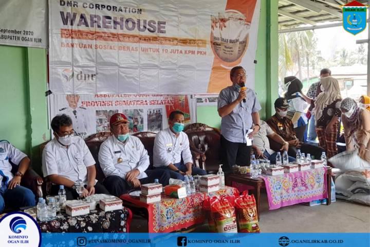 Bupati OI Launching Bantuan Penyaluran, Satu Kepala Keluarga di Ogan Ilir Terima Bantuan 30 Kg Beras